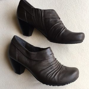 BareTraps leather booties size 7